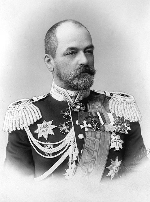 第2太平洋艦隊を率いたロジェストヴェンスキー提督。対馬沖海戦(日本海海戦)で負傷し、捕虜になる。帰国した後、軍法会議にかけられ、自らの死刑を懇願したが、海戦で重傷を負った者ものとして、無罪とされた。