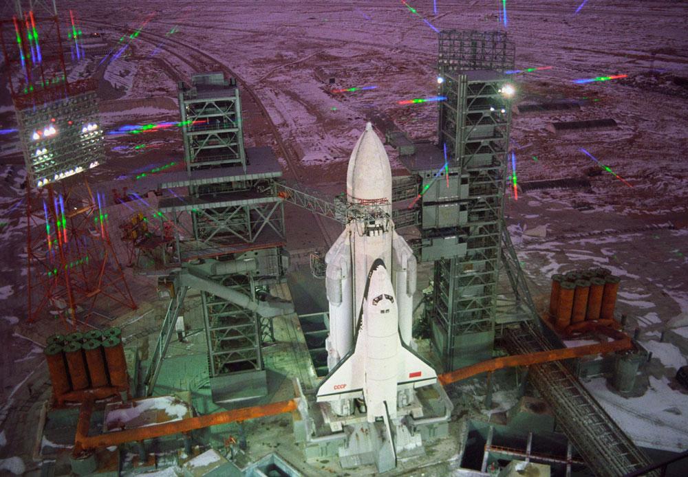 世界で実現された再使用型宇宙往還機の軌道船2機のうちの1機である「ブラン」は、アメリカの同様のプロジェクト「スペースシャトル」に対抗したものだった。「ブラン」は1988年11月15日、最初かつ唯一の無人宇宙飛行を成功させた。