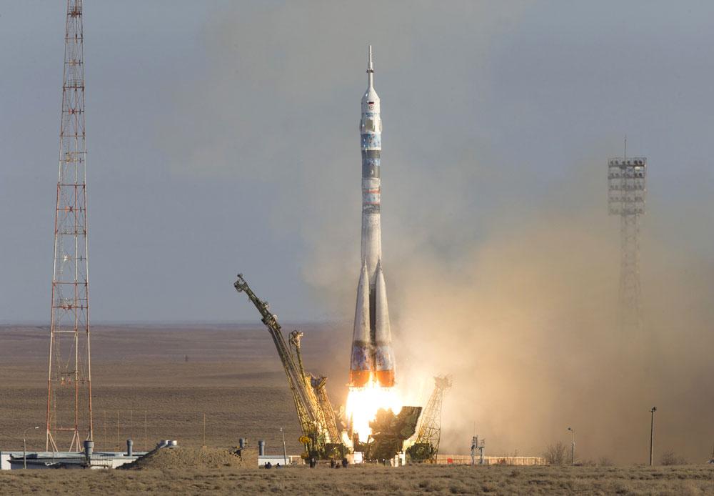 2013年11月7日、バイコヌール。打ち上げロケット「ソユーズFG」と宇宙船「ソユーズTMA-11M」が五輪の聖火をのせて飛び立つ。聖火は2014年ソチ冬季五輪の聖火リレーの一環として、国際宇宙ステーションに4日間とどめられる。