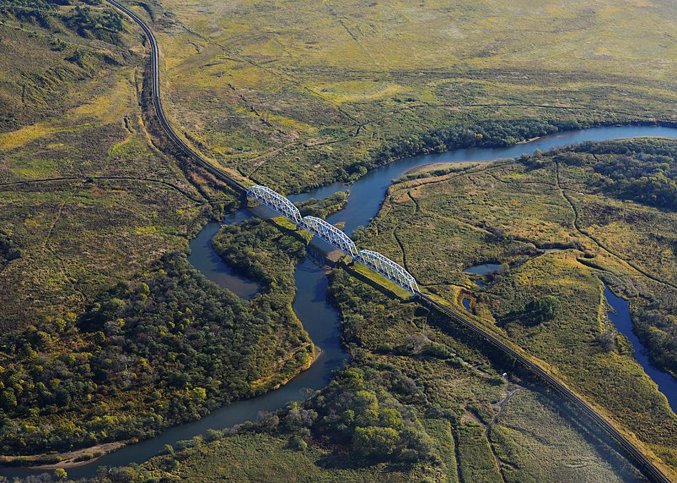Eine etwas kleinere einfache Brücke über den Barabaschewka-Fluss.