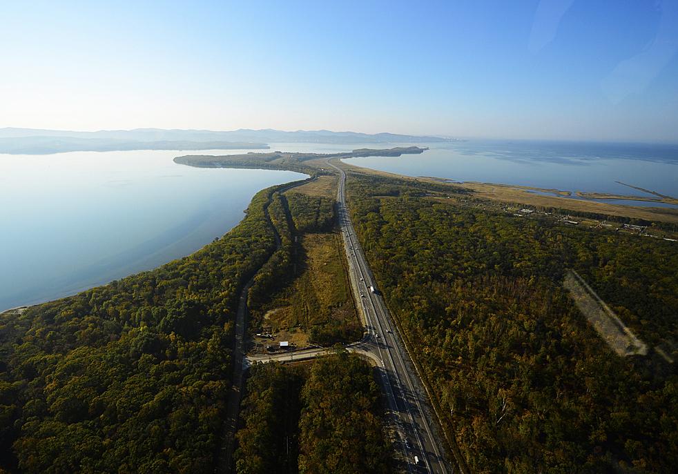 Diese Autobrücke wurde vor drei Jahren eröffnet, als der APEC-Summit in Wladiwostok stattgefunden hat.