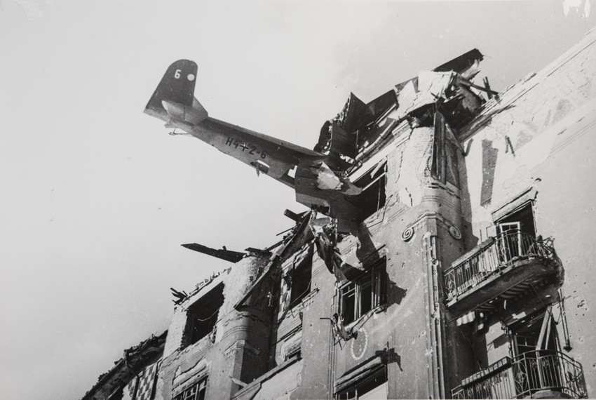 Denied copyrights to his own photographs, which were often published un-credited, Khaldei never gained the fame of many of his contemporaries, such as American photographers Margaret Bourke-White and Robert Capa, who presented him with a Speed Graphic camera when they met during the Nuremberg Trials.  / Budapest, 1945.