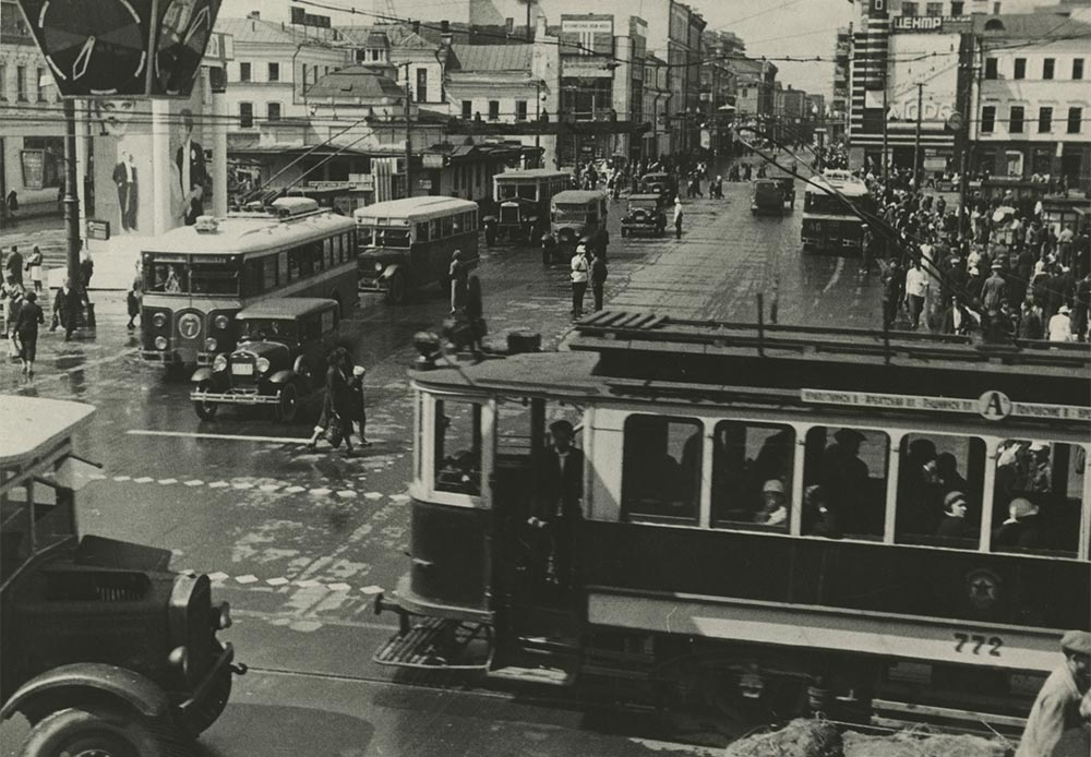 Muscovites preferred using trams and by the end of the 1940s the city's tramlines peaked at 560 km. Over the next 40 years the total length decreased by 100 km, replaced by other means of transport.