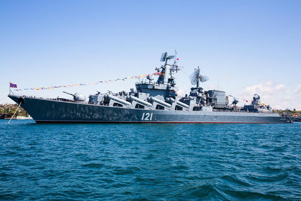 """Крузерът клас """"Слава"""" (съветско име: """"Проект 1164 Атлант) е голям, конвенционално задвижван боен кораб, конструиран и построен за Съветските военноморски сили и в момента използван от Руските военноморски сили. Работата по проектирането му започва в края на 1960-те г."""