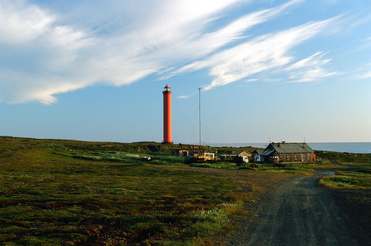 L'architecture des phares russes est unique ; ils sont construits pour différentes conditions climatiques et appartiennent à différentes écoles architecturales / Le phare actif Vaïdagoubski, construit en 1966 sur les rives de la Mer Blanche.