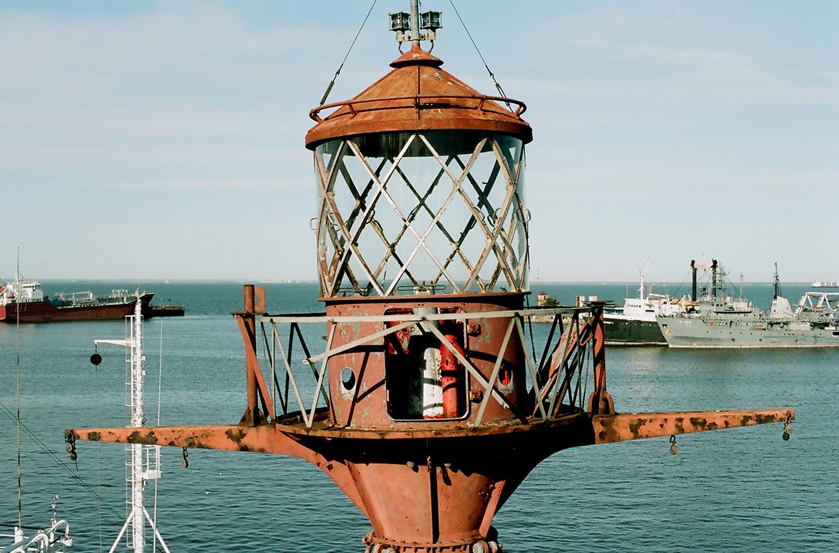 La société des Phares du grand nord russe vise à faire reconnaître les phares comme une part de l'héritage culturel russe et un lieu de tourisme, permettant aux gens d'en faire des musées et de préserver pour la postérité l'histoire du pays. / Phare flottant Irbenski
