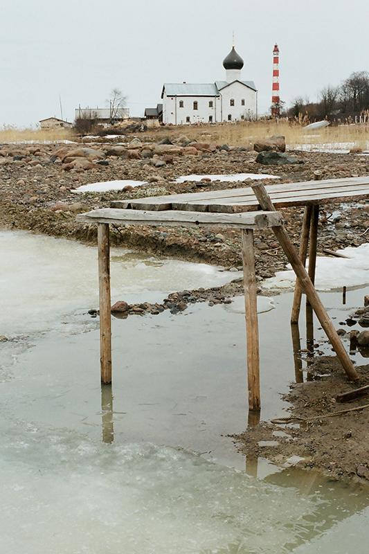 Ceux qui ont été rénovés étaient généralement recouverts de feuilles de métal, sans égard pour leur architecture. / Phare Storojenskiy