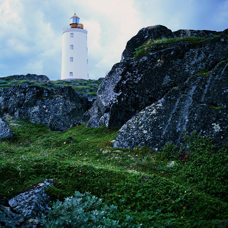 « Nous essayons d'attirer l'attention de la société russe sur cette question et de montrer l'aspect frappant et moderne des phares russes », déclare Youri, l'un des fondateurs du projet. / Le phare Tersko-Orlovski est toujours en activité. Il a été mis en service en 1843.