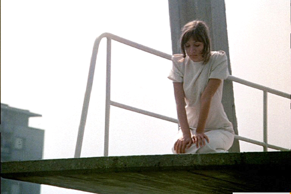 """Кадър от филма """"Басейн"""", реж. Бенка Желязкова, 1977."""