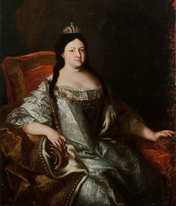 アンナ・イヴァノヴナ (1693〜1740) は、エカチェリーナ1世の遺言により、新たな女帝となった。彼女はイヴァン5世の娘だった。/ アンナ・イヴァノヴナの肖像、画家不詳、1730年代。
