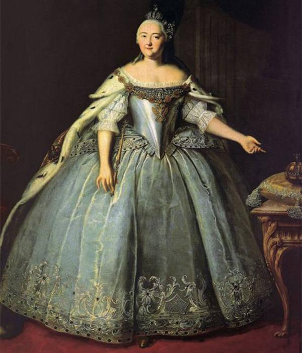 Lukisan ini kerap digunakan untuk menampilkan potret resmi kekaisaran — berukuran besar, komposisi statis, menampilkan status sosial sang permaisuri, memiliki detil yang menggambarkan kekuasaan. Senyuman sang permaisuri menyimbolkan kebaikan hati sang permaisuri. / Potret Permaisuri Elizaveta Petrovna, Ivan Vishnyakov, 1743.