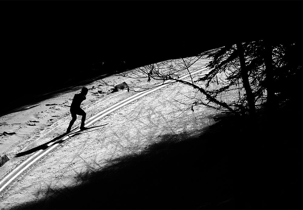 ソチ冬季パラリンピックでスキー競技をする中国人選手のハイタウ・ドゥー。彼はわずか4歳の時に手術を受け、両腕を切断されたが、それを理由にスポーツをあきらめることはなかった。彼の哲学は、「動き続けて、最後まで立ち止まらないこと」。