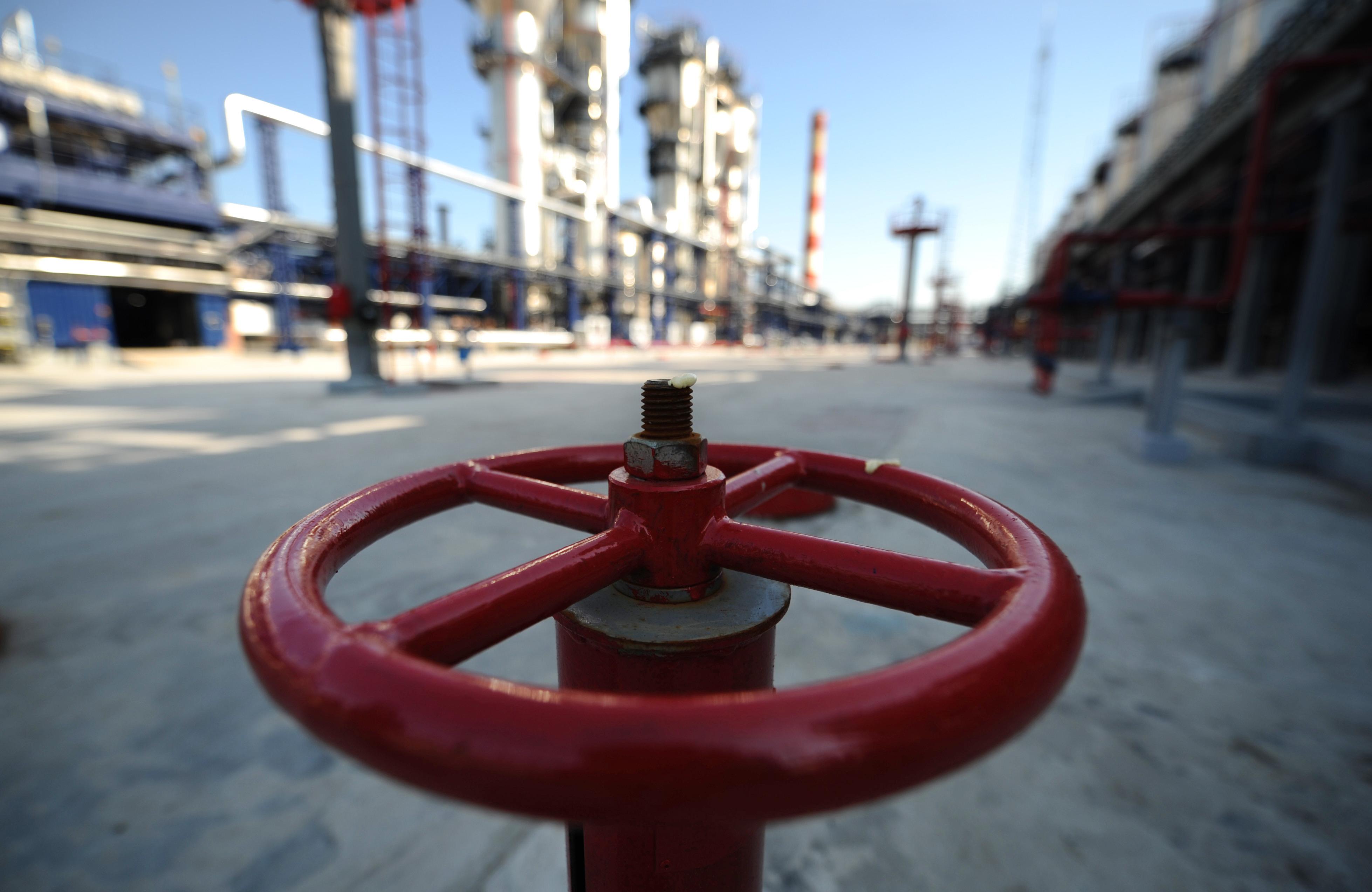 """""""Продажбата на 3 милиарда кубически метра на спотовия пазар от """"Газпром"""" може да се определи като пробна топка"""", смята доцентът Иван Капитонов."""