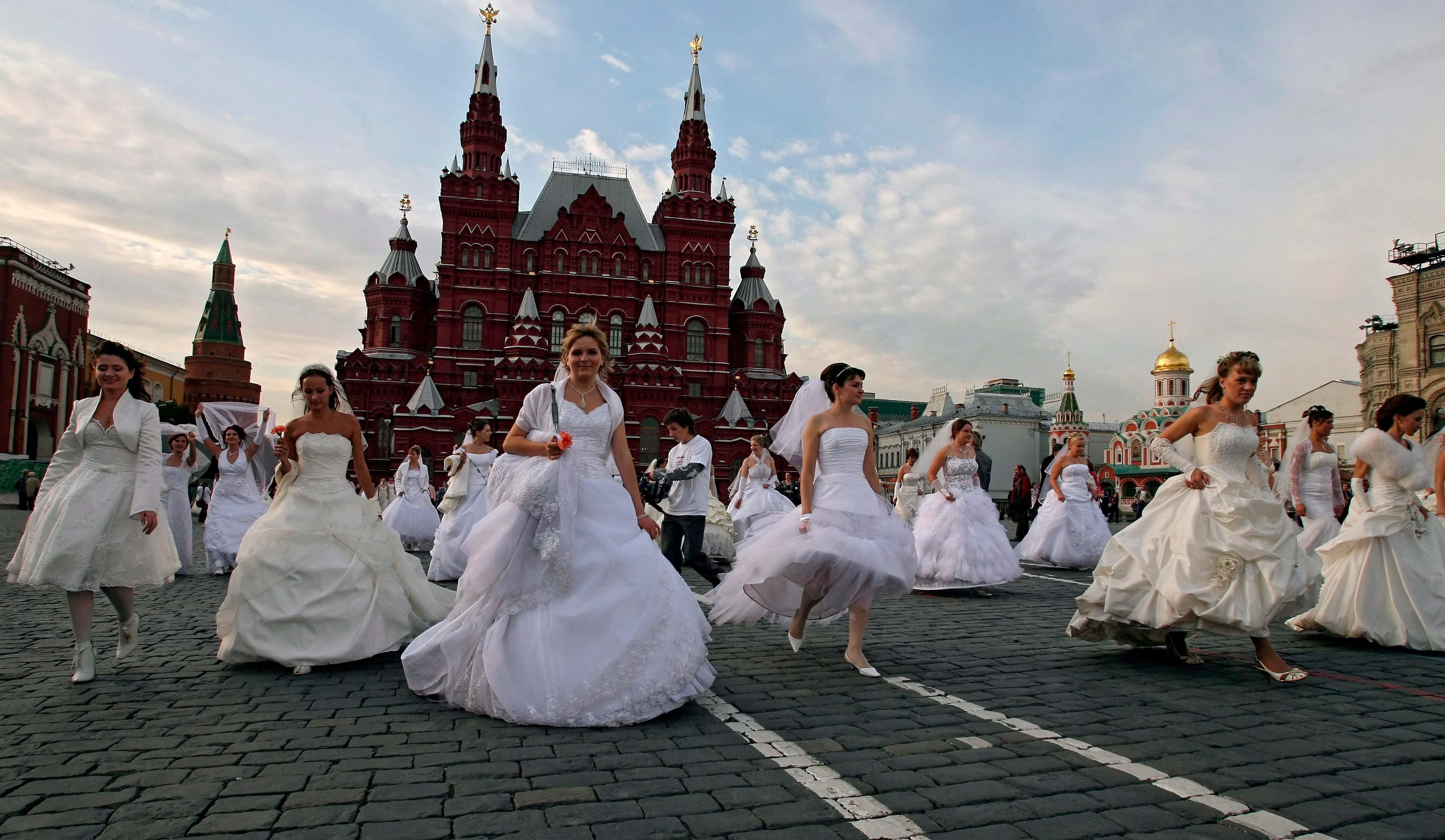 """Красотата е главен инструмент в покоряването на мъжете. """"Руската жена притежава не само природна красота, ние умеем умело да поддържаме тази красота"""", смята Роза Сябитова."""
