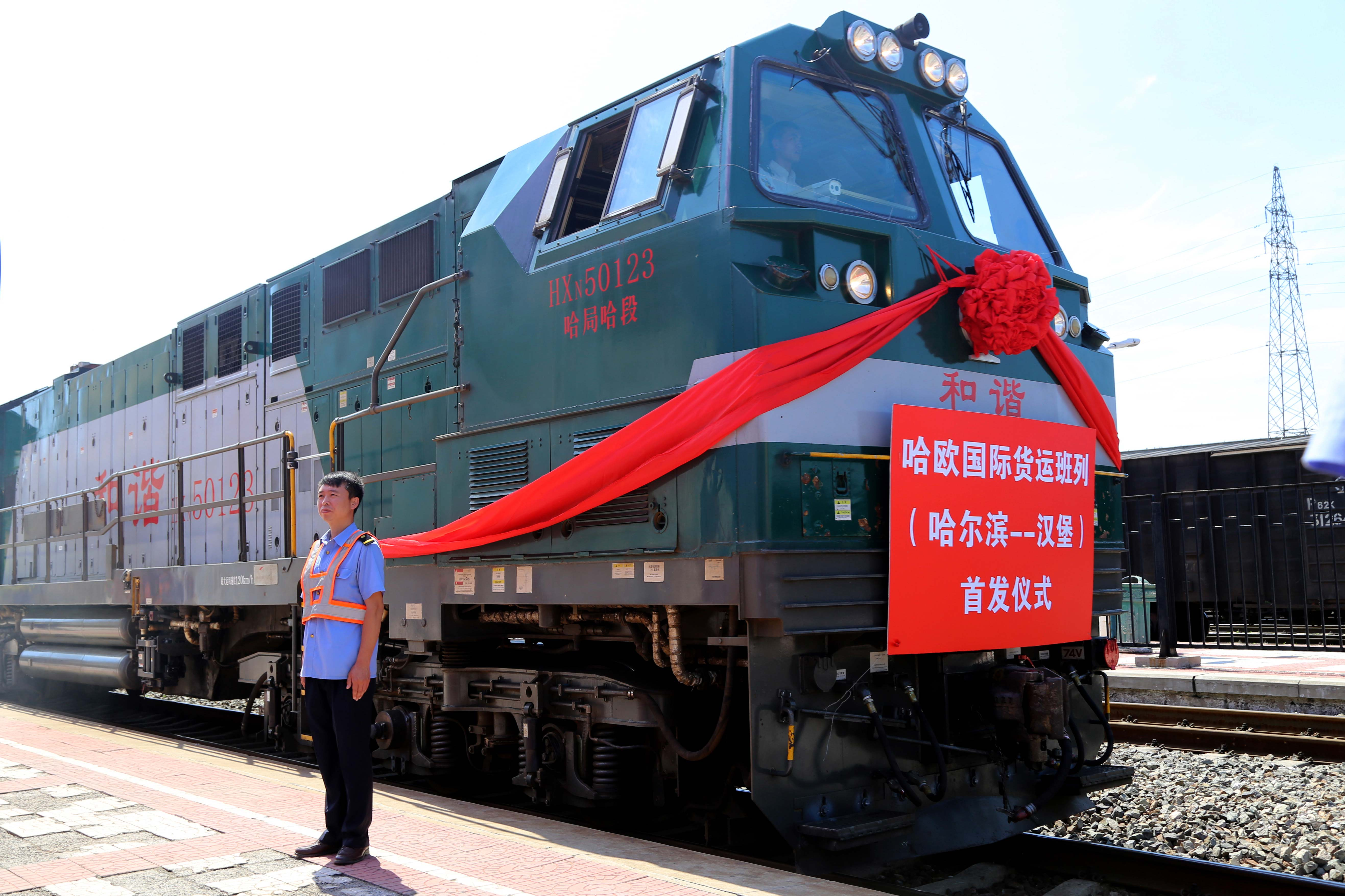 Продължителността на пътуването трае 15 дена, за това време влакът преминава през територията на Монголия, Русия и Полша.