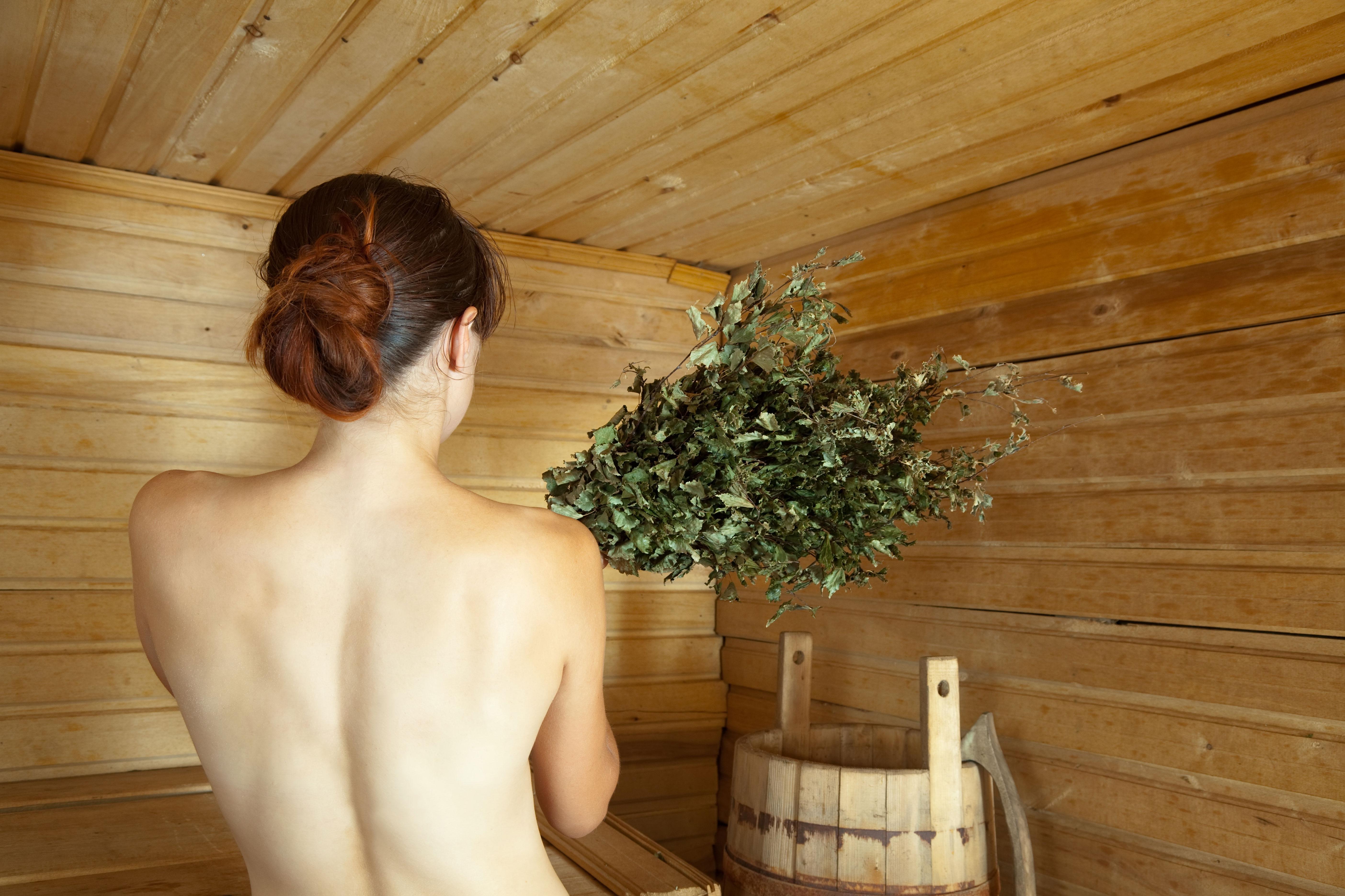 За руснаците банята е била и си остава място за оздравяване и пречистване на тялото и душата. Много стари традиции в банята вече са забравени и изгубени, но някои са достигнали до наши дни.