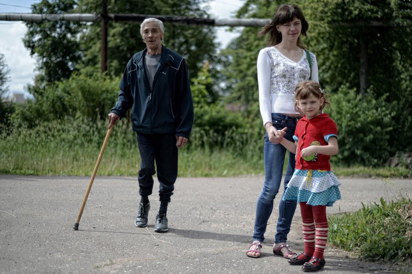Wjatscheslaw Tujew, 62, Ingenieur und körperlich behinderter Witwer. Vor einem Jahr verließ er das Pflegeheim, um mit seiner Tochter und seiner Enkelin zu wohnen. Jetzt will er zurück in das Pflegeheim.