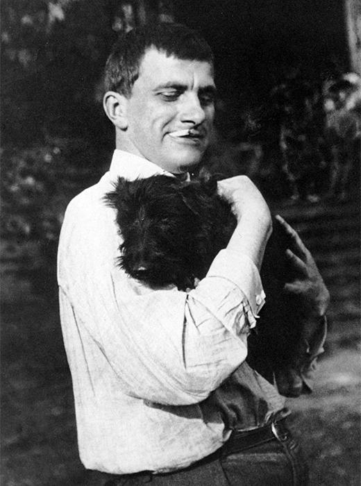Volja vas – bit ću besprijekorno nježan, ne muško, već – oblak u hlačama! Oblak u hlačama, Majakovski i Scotti, 1924.