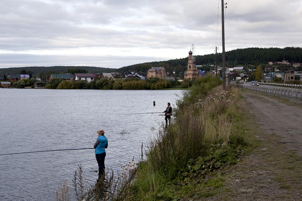 そのバージョンの一つによると、この境界は基本的に河川によって形成されたのだという。写真にあるのはクルガノヴォ村(ヨーロッパ側)とチュソヴァヤ川の光景だ