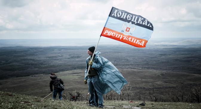 Специалният режим на самоуправление в неподчиняващите се на Киев райони на Донбас е едно от основните положения на Минските договорености от 12 февруари тази година, което трябваше да бъде законодателно оформено в Киев и да отвори път за търсенето на политически начин за урегулиране на на конфликта чрез организацията на местни избори.