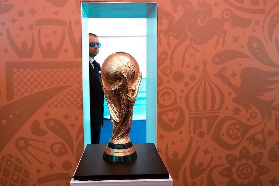 По време на тържествената презентация на купата на Шампионата FIFA World Cup в Санкт Петербург.