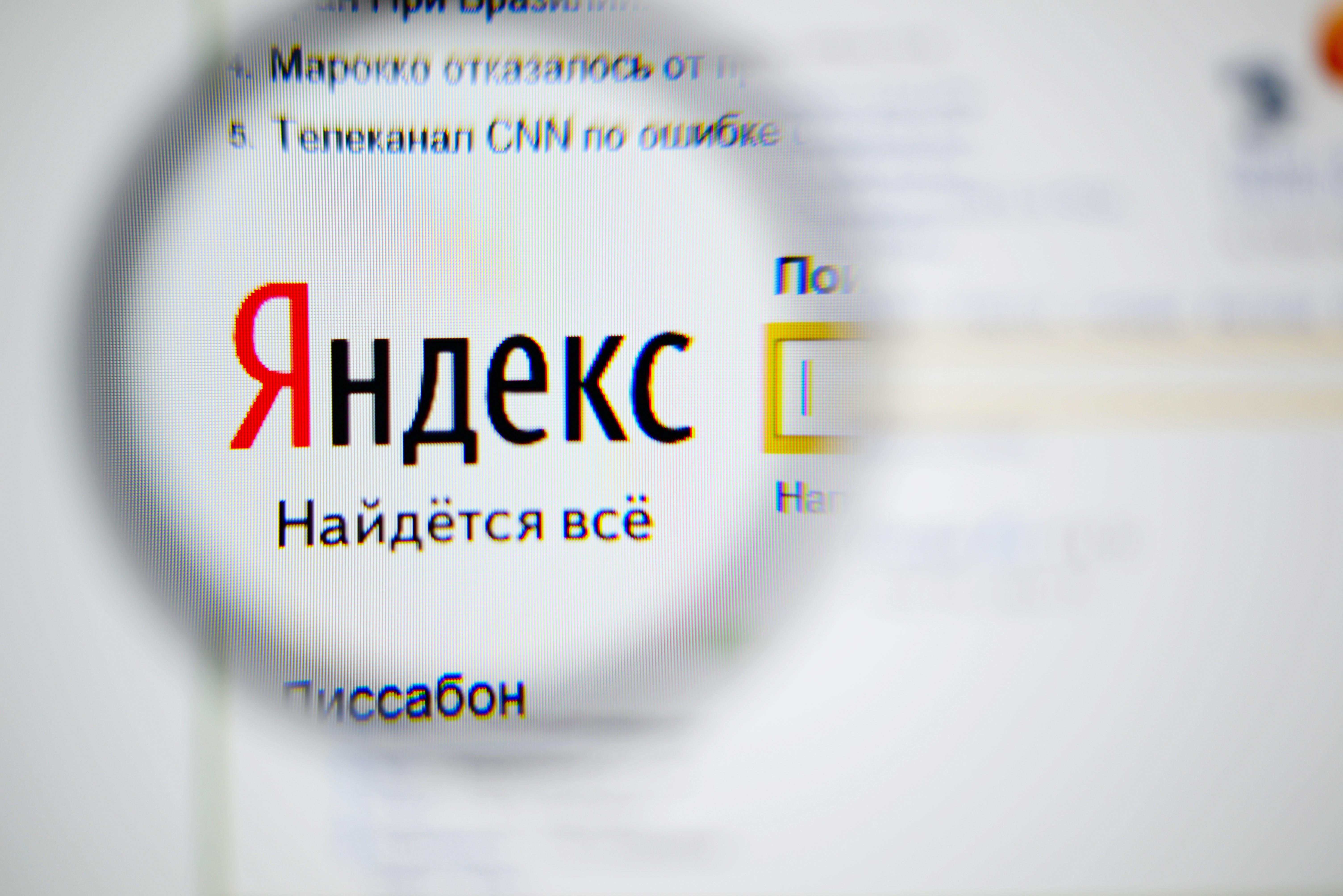 """""""Яндекс"""" и други интернет-компании критикуваха този законопроект още от момента, когато стана известно за него"""", заявиха в пресслужбата на """"Яндекс"""" пред """"Руски дневник"""". По същество на оператори в мрежата се предоставят функциите и на съд, и на правозащитни органи, които те не могат да упражняват по принцип."""