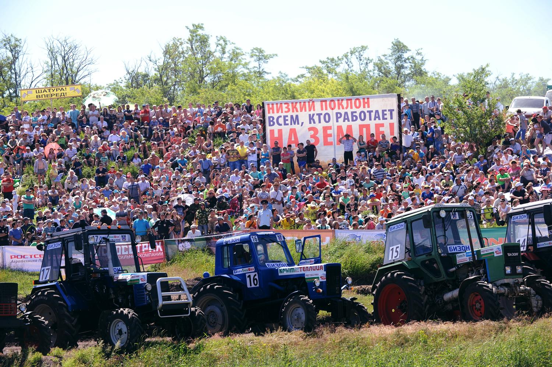 До финала стигнаха четирима състезатели. Двама от тях получиха нови трактори като награда.