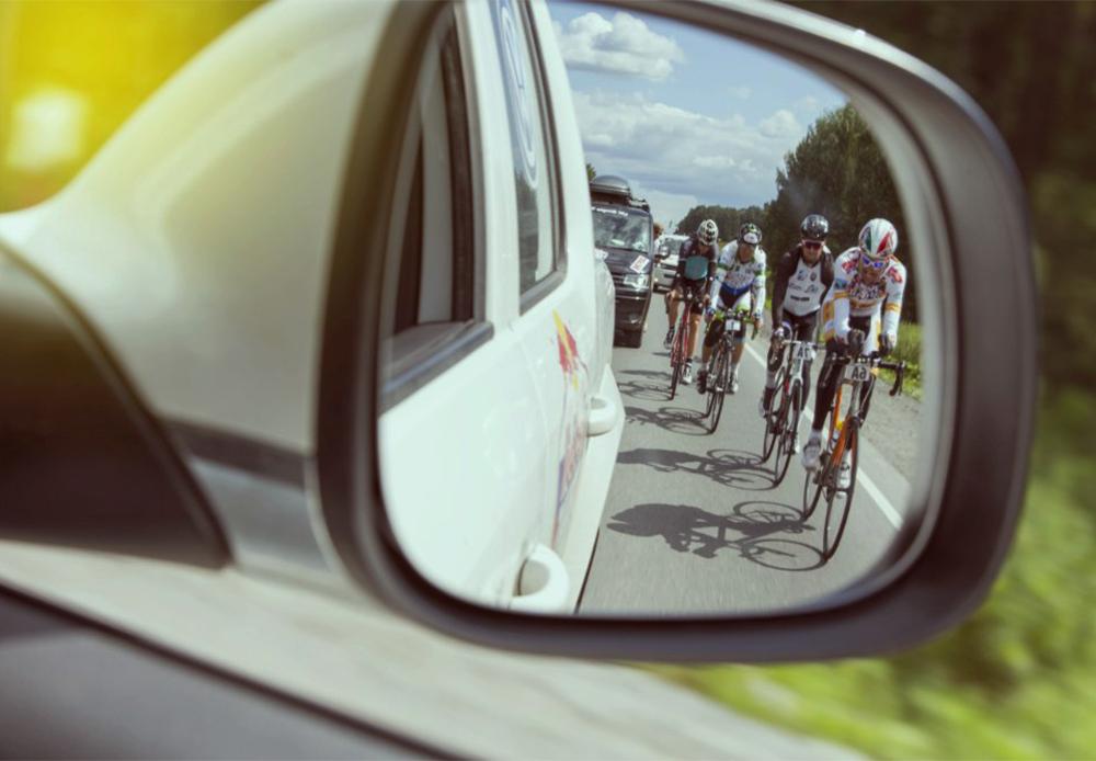 ウルトラマラソン・サイクリングレースのレッドブル・シベリア横断エクストリームにおける最初の行程は、モスクワのボリショイ劇場前で7月15日に開始した。終了地点はウラジオストクで、8月6日になる。/ エカテリンブルク・オムスク間の行程。