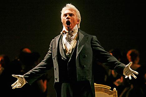 """Dmitri Hvorostovsky performs during the final dress rehearsal for the opera """"Eugene Onegin"""" in New York, Feb.6, 2007."""