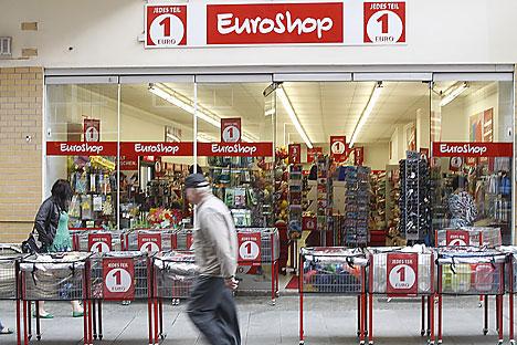 Eine EuroShop-Filiale in der Einkaufsstrasse in Halle (Saale).