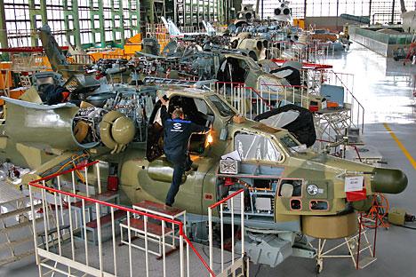 """MI-28N, Helikopter """"Pemburu Malam"""" buatan Rusia di aula pameran Rosvertol Co."""