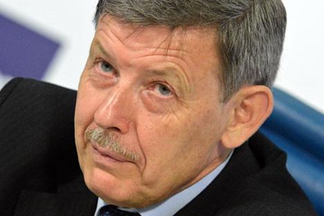 Alexandr Bondarenko selama peluncuran buku kisah hidup Pavel Fitin.