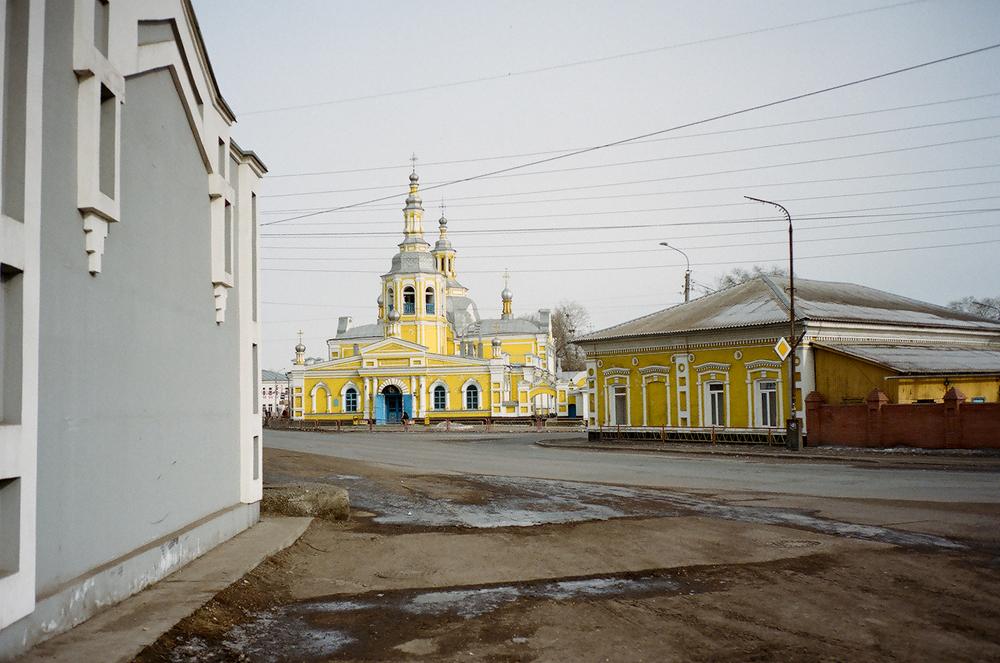 """През 1801-1803 г. на централния площад е построена катедралата """"Христос Спасител"""" със средства, дарени от жителите на града. Тя е там и до днес и е една от основните местни атракции."""