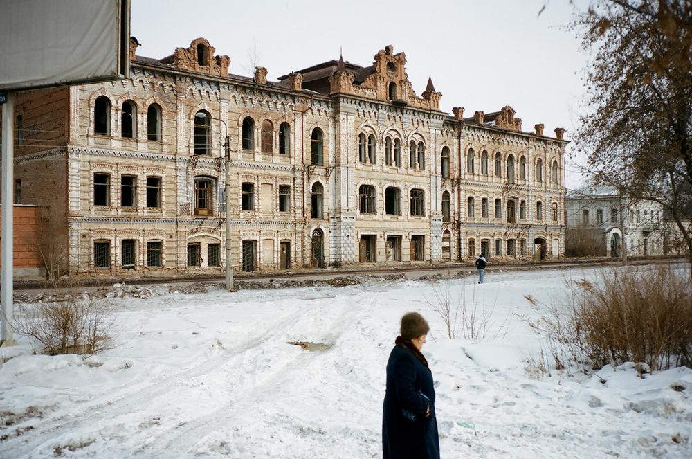 """Вилнеровата къща заема главно място в архитектурния ансамбъл на стария център на Минусинск. Стилът се нарича """"сибирски барок"""", а самата сграда - """"Малкия сибирски зимен дворец""""."""