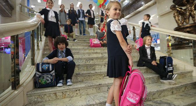 Studenti in uniforme scolastica.