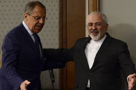 Iranian Foreign Minister Mohammad Javad Zarif (R) and Russian Foreign Minister Sergey Lavrov (L) attend a press conference at the Russian Foreign Ministry's guest house in Moscow, Russia, on August 17, 2015.