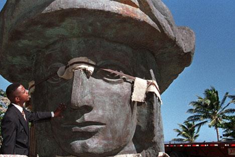 Monumento a Colón en Catano, Puerto Rico, 1999.