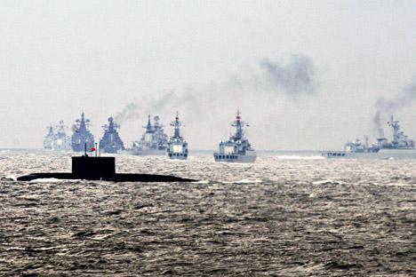 Ejercicio militar conjunto entre Rusia y China en la península de Shandong.