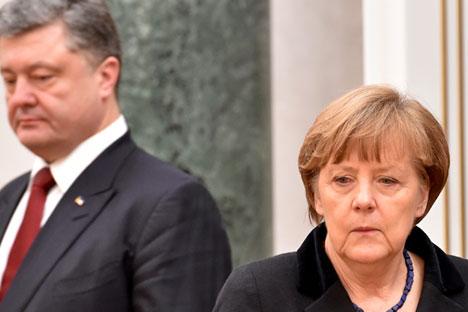 Angela Merkel junto al presidente ucraniano Petró Poroshenko.