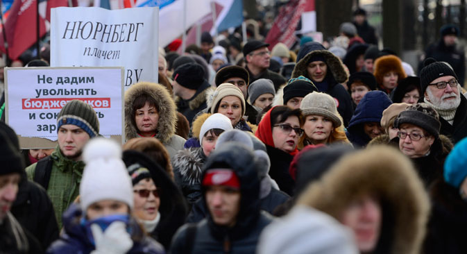 Manifestazione di protesta lungo le strade di Mosca per chiedere migliori condizioni lavorative (Foto: Getty Images)