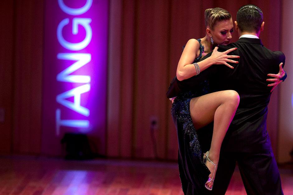 Руските танцьори Сергей Куркатов и Юлия Буреничева на Световното първенство по танго в Буенос Айрес.