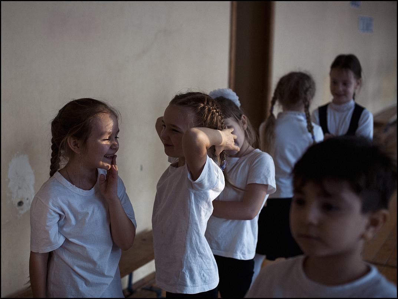 Prvi dan niso napeti samo prvošolčki, ki se jim odpira novi svet znanja, prijateljstva, morda tudi ljubezni. Tudi starejšim učencem ni nič bolj prijetno po koncu poletnih počitnic.