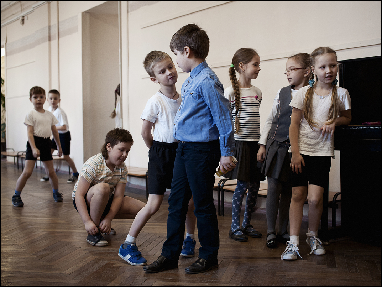Na šolski dan se pogosto najbolj vtisnejo spomini z odmorov, tistih 10-minutnih rajev med urami, ob katerih se da skočiti na stranišče ali skočiti v šolsko jedilnico.