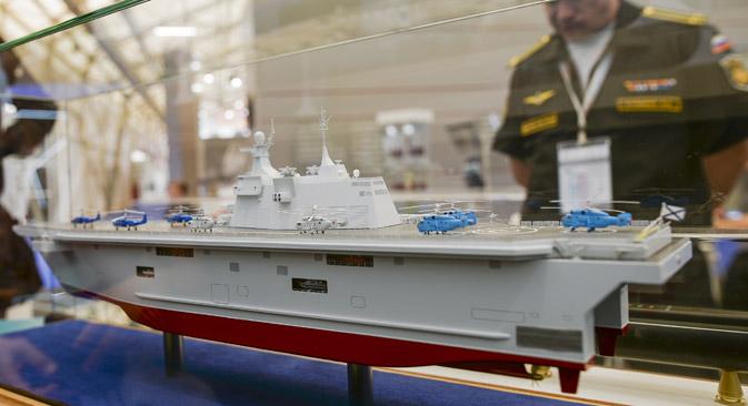 Modelo de navio do projeto Priboi apresentado no fórum Ármia-2015.