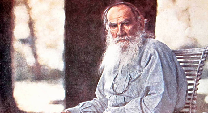 1908, Leo Tolstoy in front of his country house