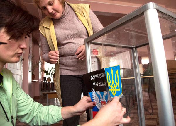 Seggio elettorale nella città di Donetsk