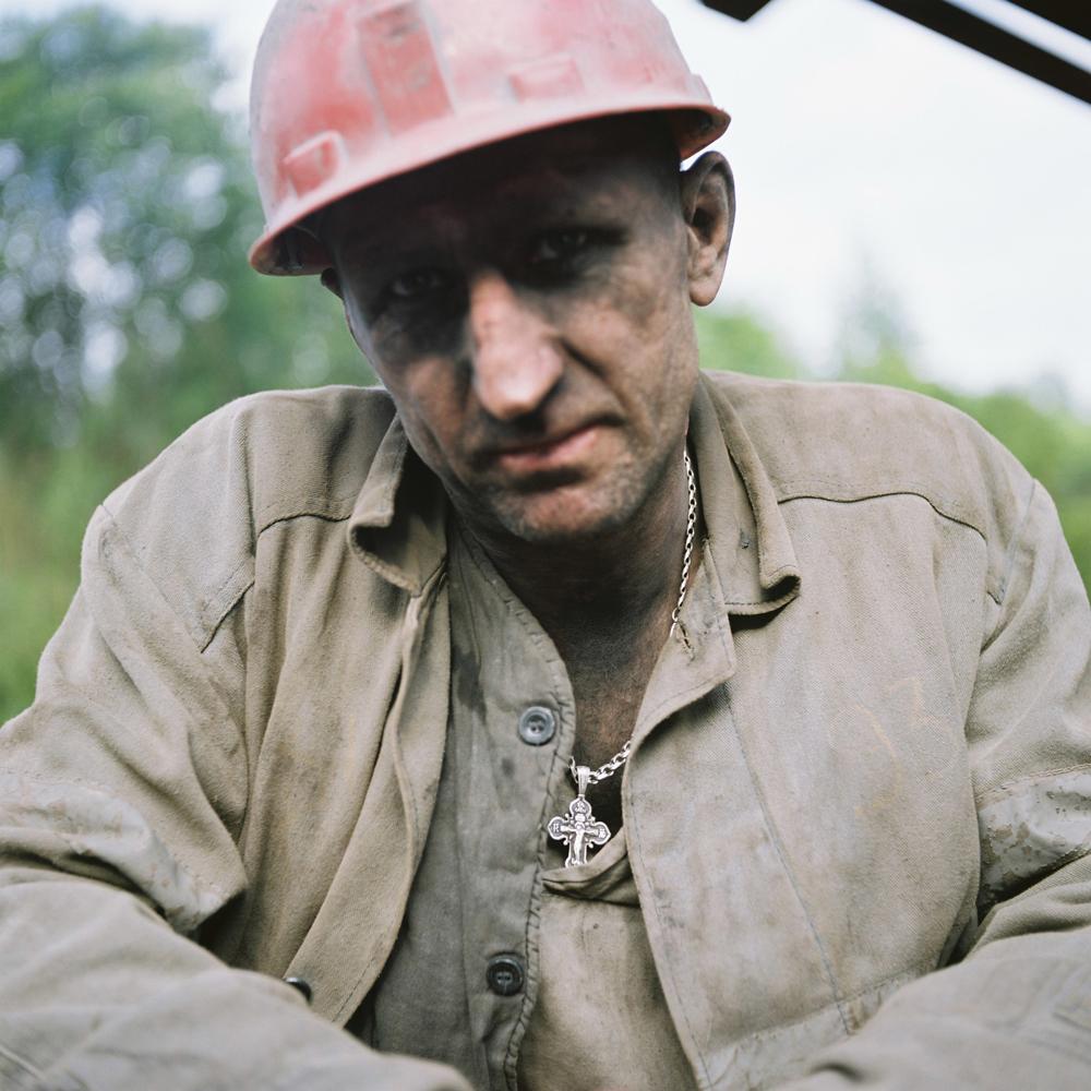 Bergleute sind eine besondere Spezies. Wer nie unter Tage gearbeitet hat, wird kaum verstehen können, was diese Arbeit mit einem macht. Und es geht dabei nicht um Staublungen oder Schwielen an den Händen – vielmehr um eine andere Einstellung zum Leben und Tod.
