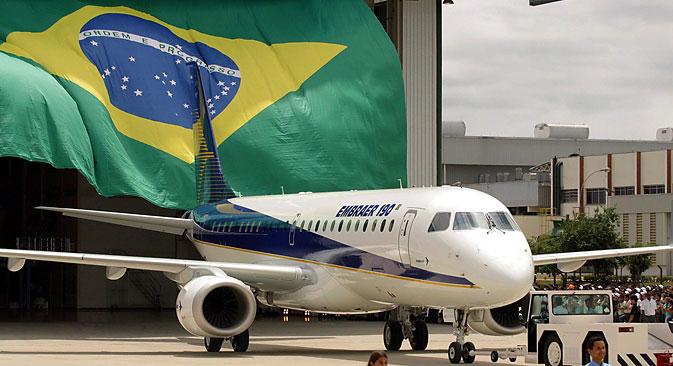 Acordo com companhias aéreas chinesas resultou em venda de 35 aviões E190, da Embraer.