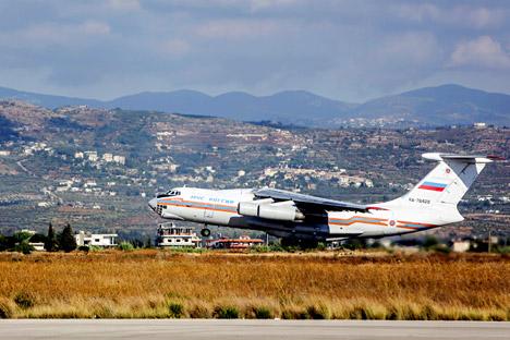 Avião soviético da década de 1960 foi responsável pelo transporte de ajuda à Síria