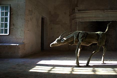 """Une sculpture du projet """"Trophées de chasse""""."""